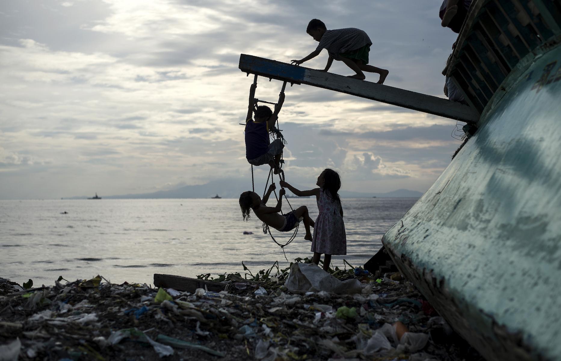 filipino children in philippines