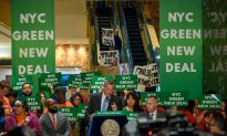 Trump Supporters Upstage NYC Mayor's Green New Deal Press Conference