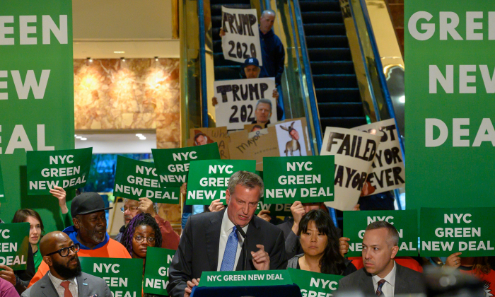 New York City Mayor Bill de Blasio speaks inside Trump Tower about the Green New Deal, serving notice to U.S. President Donald Trump demanding more energy-efficient buildings, including Trump Tower, on May 13, 2019 in New York. (Don Emmert/AFP/Getty Images)