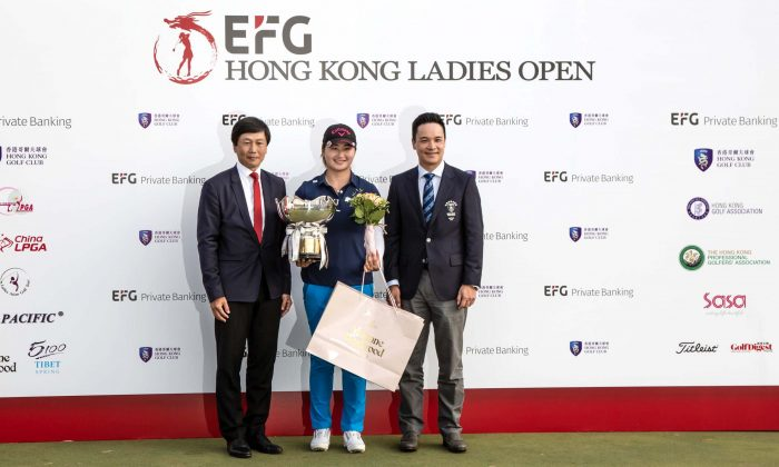 China's Liu Yan, winner of the 2019 EFG Hong Kong Ladies Golf Open together with T K Yeung Commissioner for Sports (L) and William Doo Jr, Captain of Hong Kong Golf Club at Fanling on Sunday May 12. (Dan Marchant)