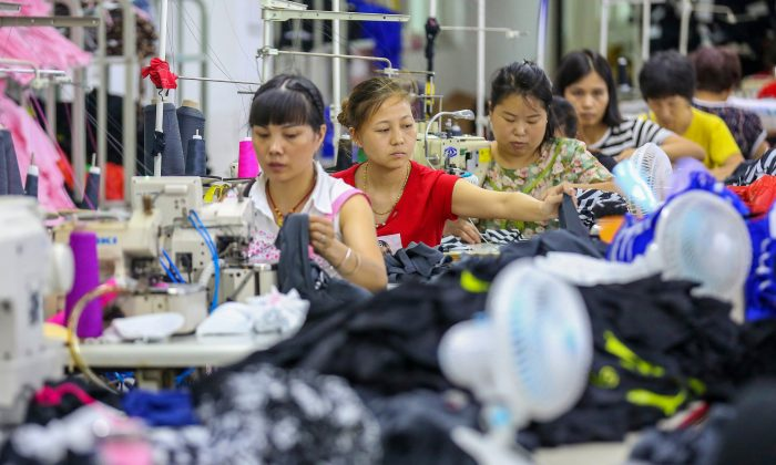 China May Factory Activity Seen Shrinking, Trade Standoff With US Hurts Growth