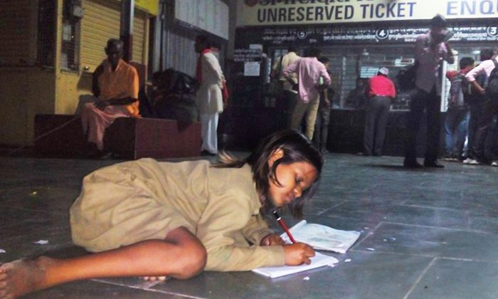 Girl Goes to Railway Station Daily, What She Does Under the Light Will Make You Think