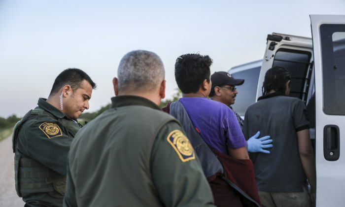Border Patrol agents apprehend illegal immigrants who have just crossed the Rio Grande from Mexico into the United States near McAllen, Texas, on April 18, 2019. (Charlotte Cuthbertson/The Epoch Times)