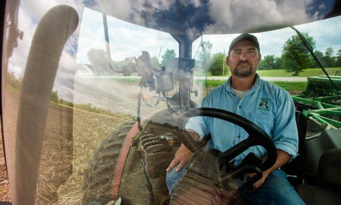 Farmer Tim Bardole plants a field near Perry, Iowa on May 22, 2019. (Zach Boyden-Holmes/The Des Moines Register via AP)