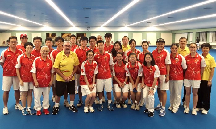 Australian coach Geoffrey Maskell (fourth from left in front row) started his coaching of the Hong Kong team.  His initial task is to prepare the team for the Asia Pacific Bowls Championships in June, and then he will work on developing a high performance program for the Hong Kong squad. (Glyn Davies)