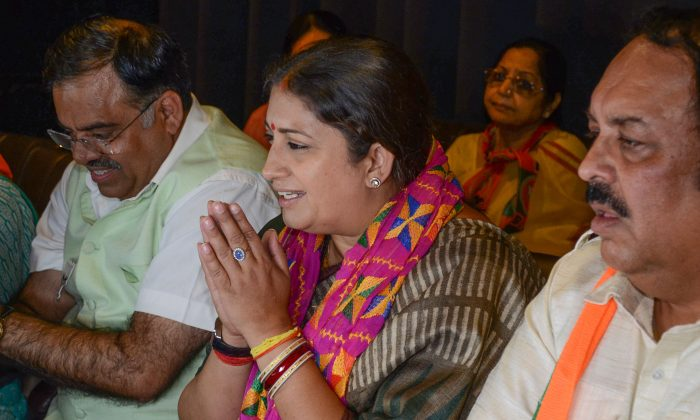 Union Minister Smriti Irani (C) gestures during an event in Amritsar on May 15, 2019. (NARINDER NANU/AFP/Getty Images)