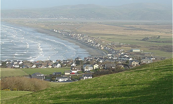 Town of Borth, Wales, where a fossilized forest was found. (CC BY-SA 3.0/Wikimedia Commons)