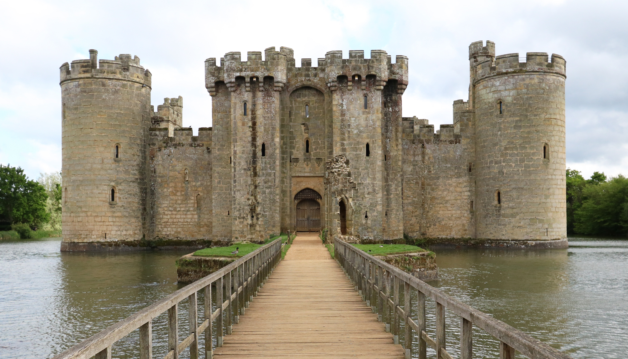 Secrets of Medieval Castles: Why Castle Stairwells Are Built Clockwise–There's a Very Important Reason