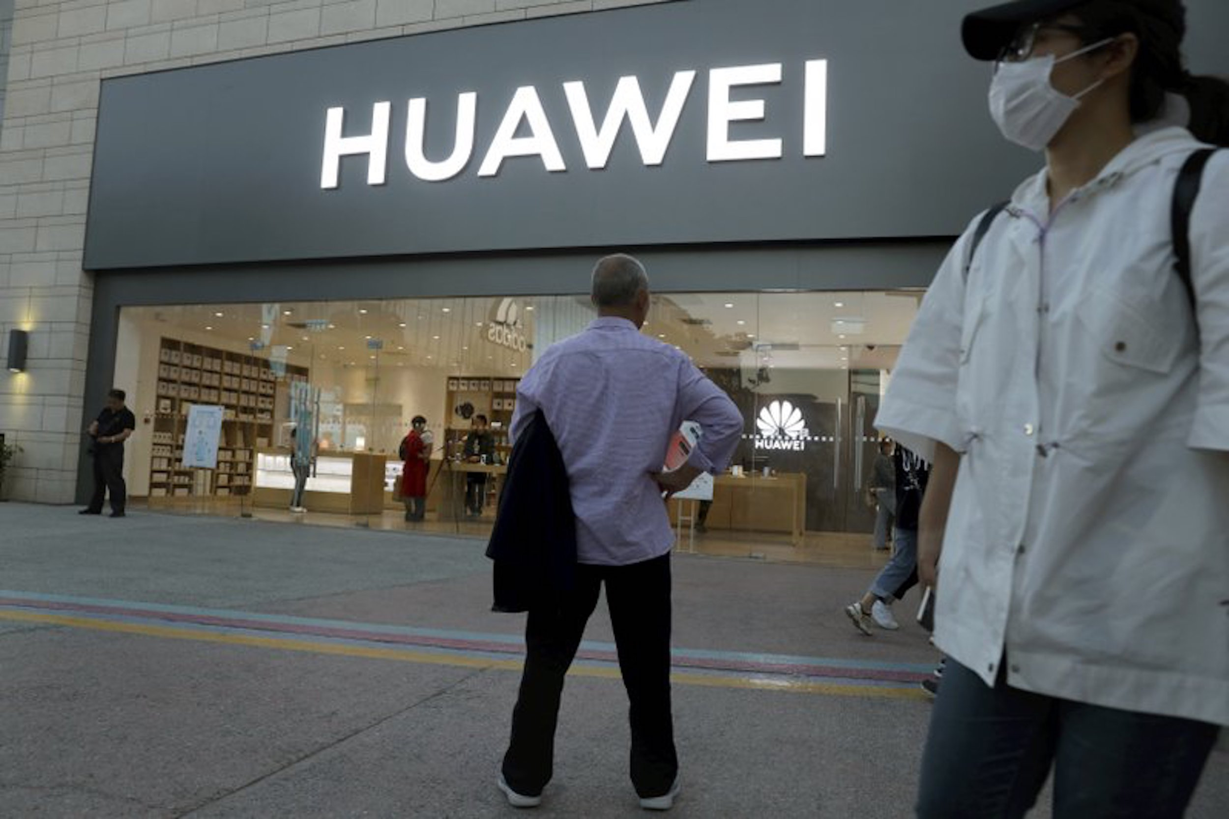 US Intelligence Warned of Huawei Plan to Sneak Unmarked Smartphones Into US Via Mexico