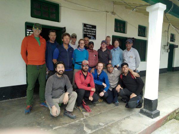 Group-of-Himalaya-climbers-1200x900