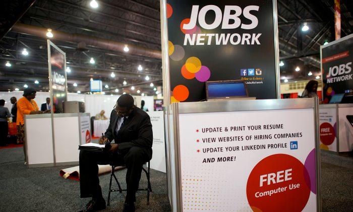 A job-seeker completes an application at a career job fair in Philadelphia, Pa., on July 25, 2013. (Mark Makela/File Photo via Reuters)
