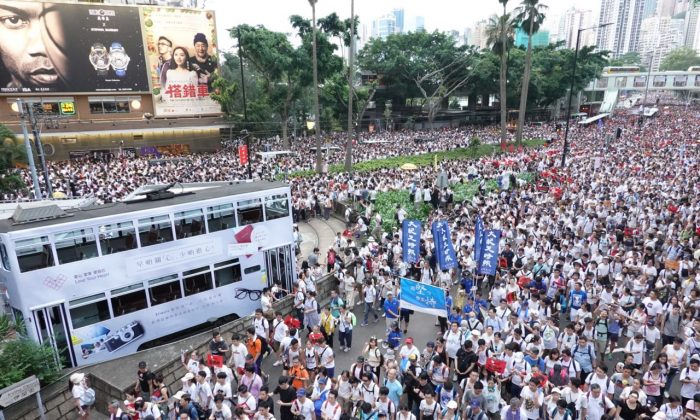 More than one million people take to the streets in protest against the proposed extradition law in Hong Kong on June 9, 2019. (Yu Gang/The Epoch Times)