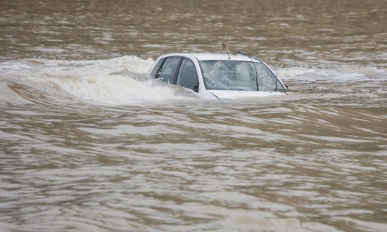 Life-Saving Tip on How to Escape Sinking Car Within 30–60 Seconds