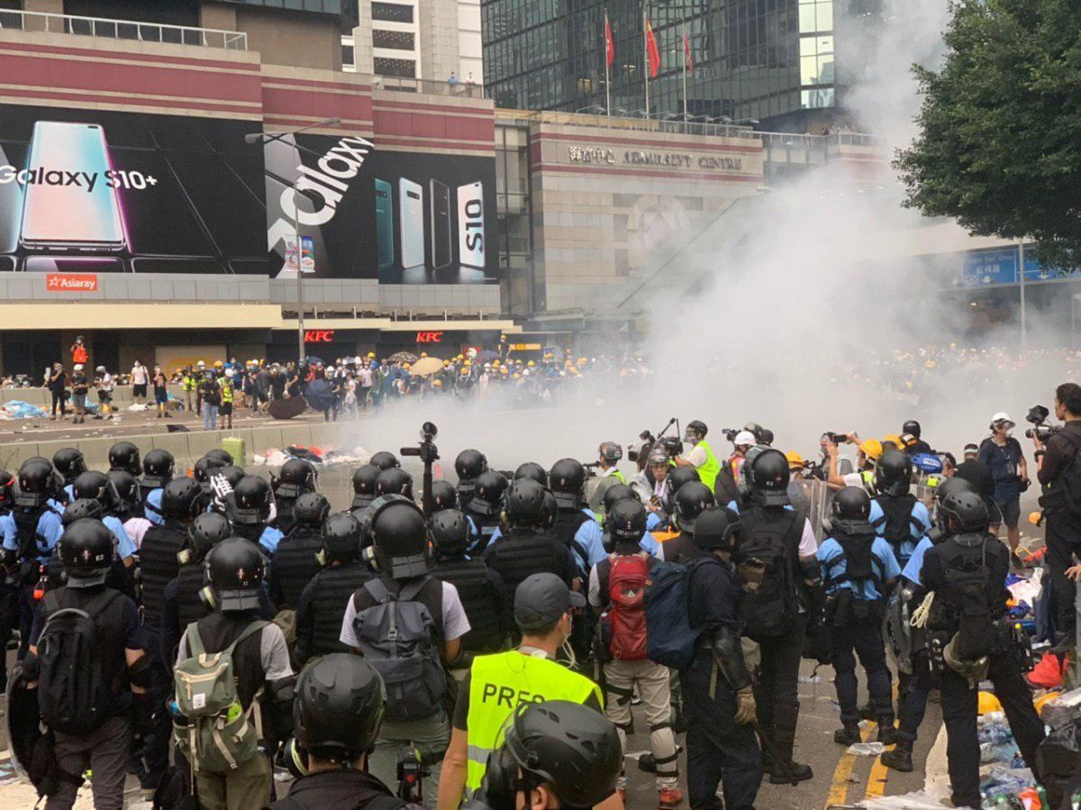 police clash with hong kong protesters extradition