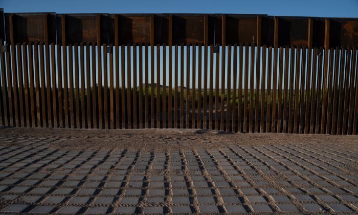 Recently-installed bollard style fencing on the US-Mexico border near Santa Teresa, N.M., on April 30, 2019. (PAUL RATJE/AFP/Getty Images)