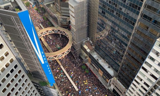 LIVE UPDATES: First Marchers Arrive in Admiralty, Streets Brimming With People