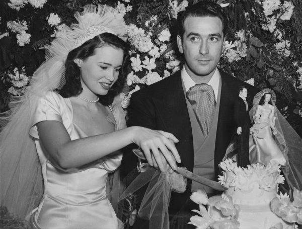 Gloria-Vanderbilt-with-her-first-husband