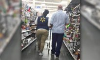 Walmart Staff's Photo Goes Viral After People See What She's Doing to a Blind Customer