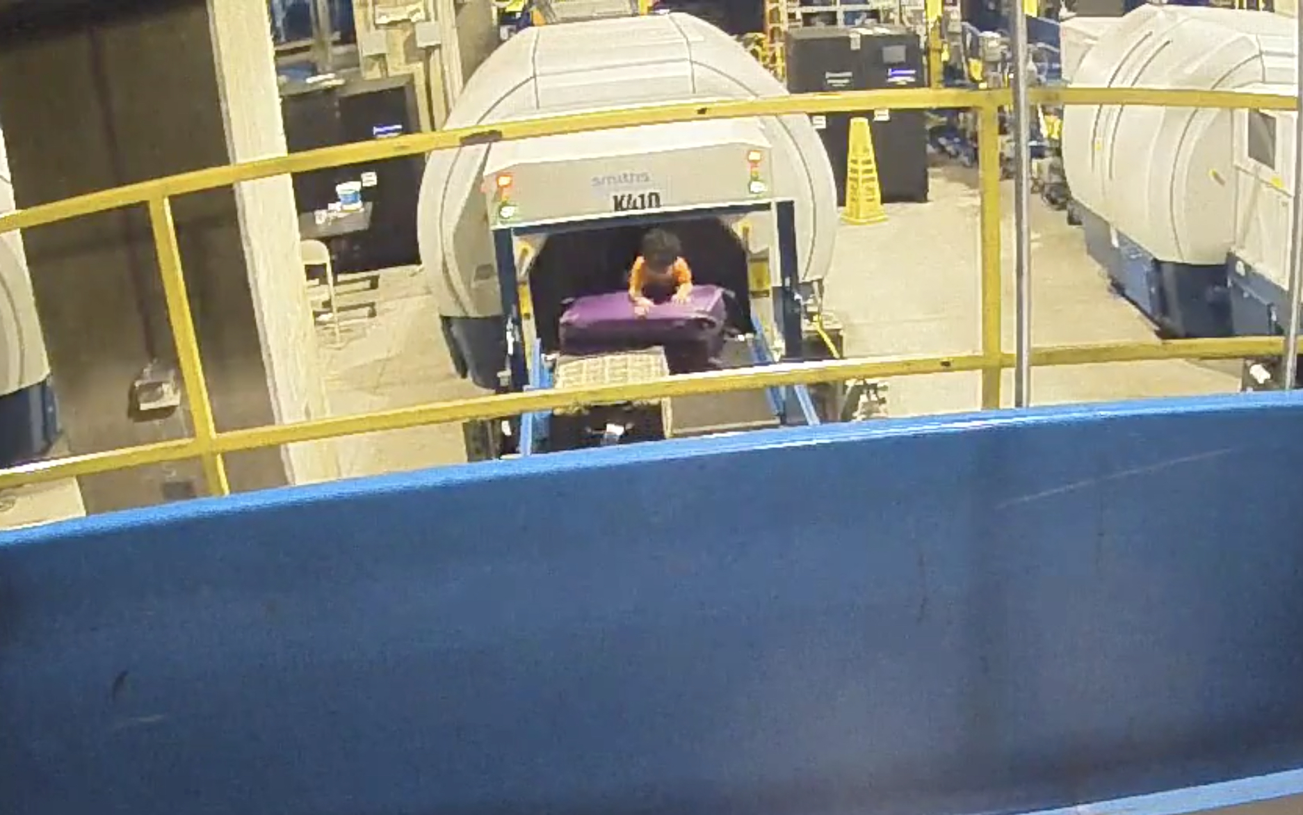 Toddler rides on U.S.  airport conveyor belt
