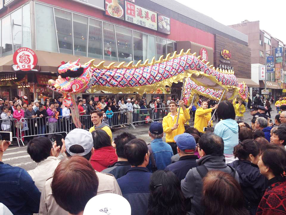Flushing locals look on as the dragon dance troupe performs. (Leo Timm/Epoch Times)