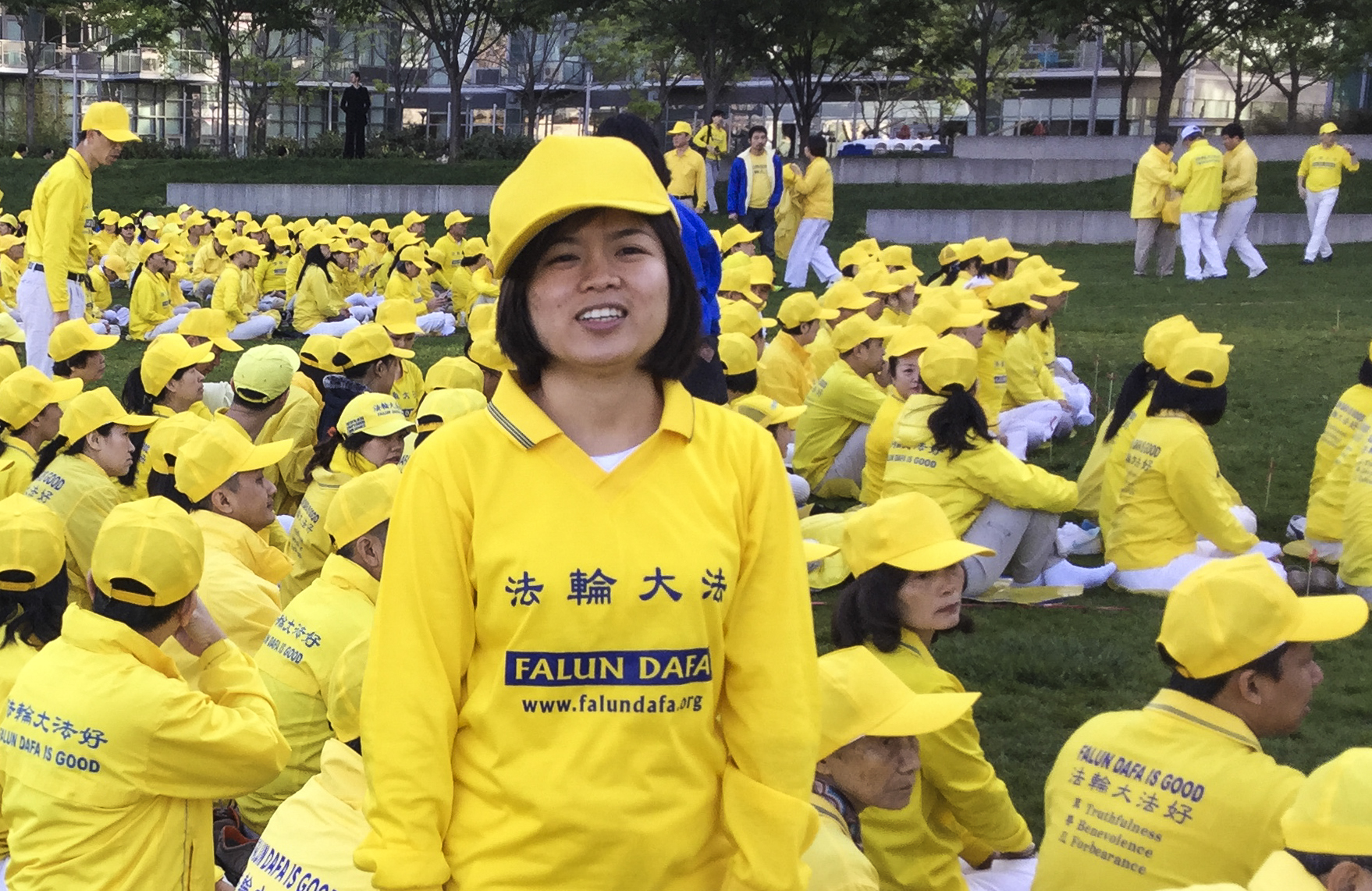 Tran Thi Trang, a Falun Gong practitioner from Vietnam, participates in a character formation event at Gantry Plaza State Park on May 12, 2016. (Frank Fang/Epoch Times)